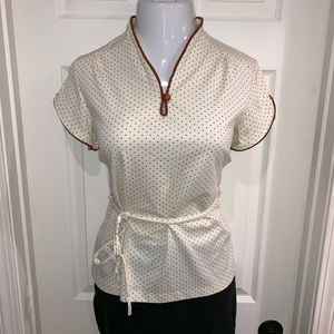 Tops - Beautiful short sleeve top with tie